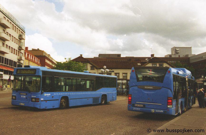 Borås lokaltrafik 25026-3, 25052-1, by Södra torget.