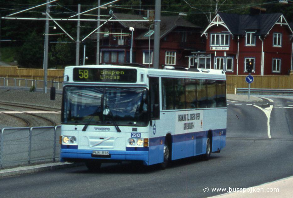 Linjebuss 2510, route 58 by Marklandsgatan in 1996.