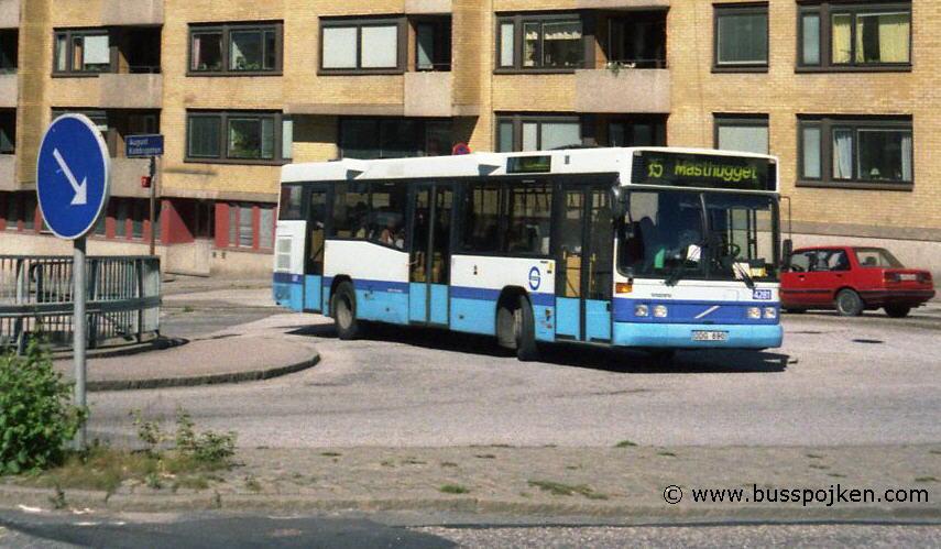 Swebus 4281, route 85 by Vegagatan in 2000.