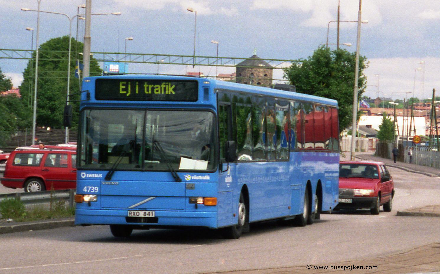 Swebus 4739 coming from the depot. Almost brand new in June 2001.