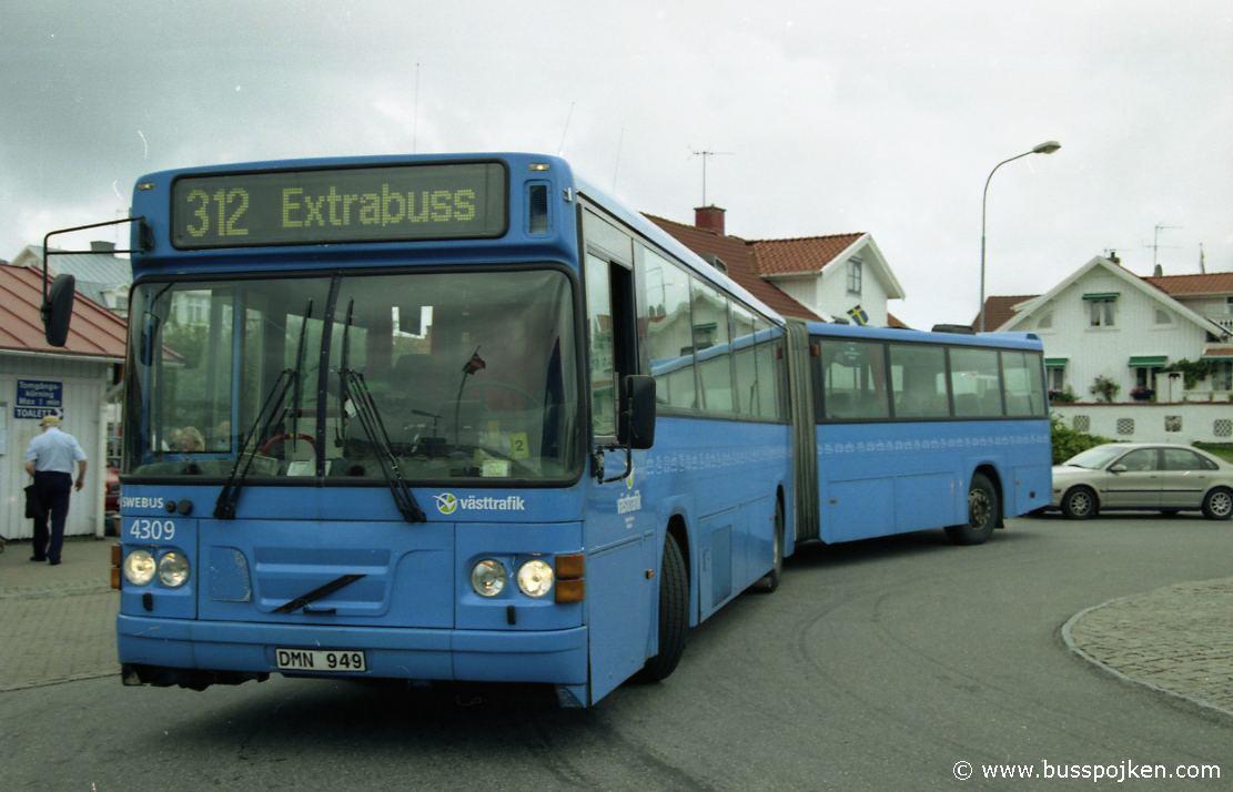 Swebus 4309 by Koön ferry (to Marstrand) in 2003.