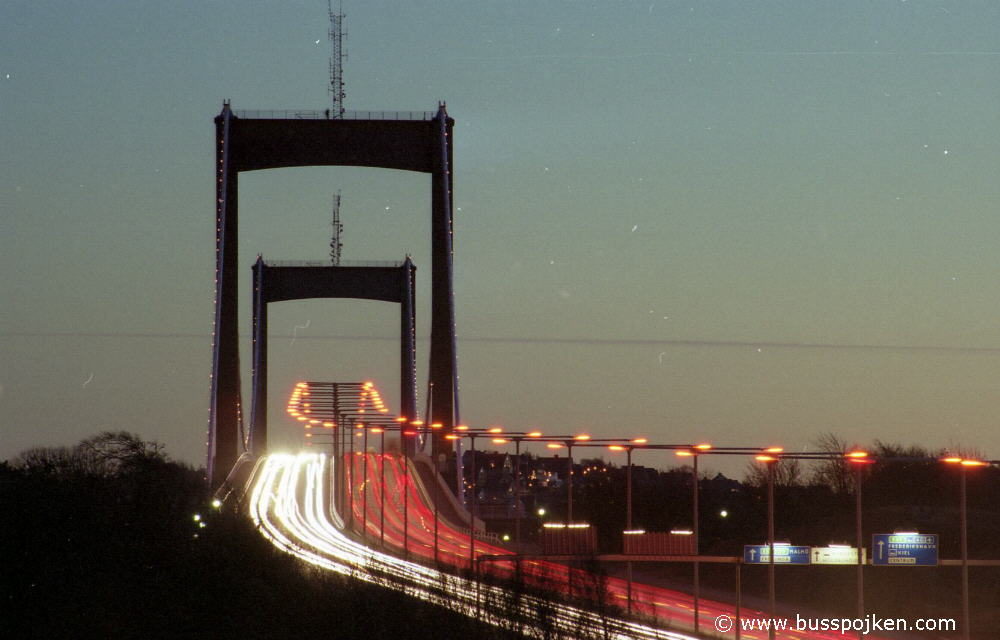 Älvsborgsbron, a December evening in 2003.