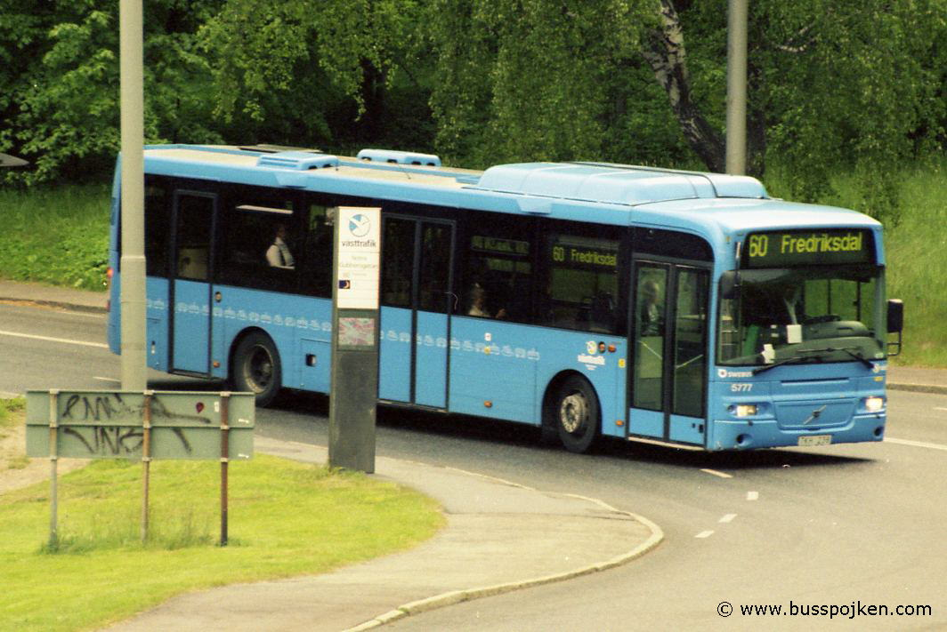 Swebus 5777 at route 60 by Norra Gubberogatan in May 2004.