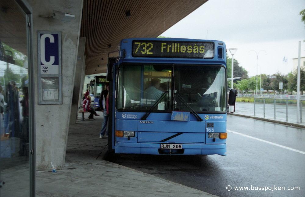 GS Volvo B10BLE 165 at 732.