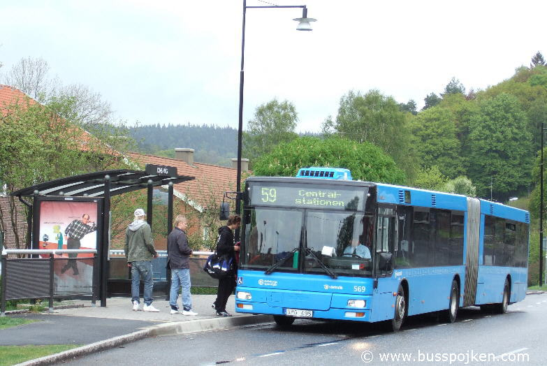 GS MAN articulated bus number 569.