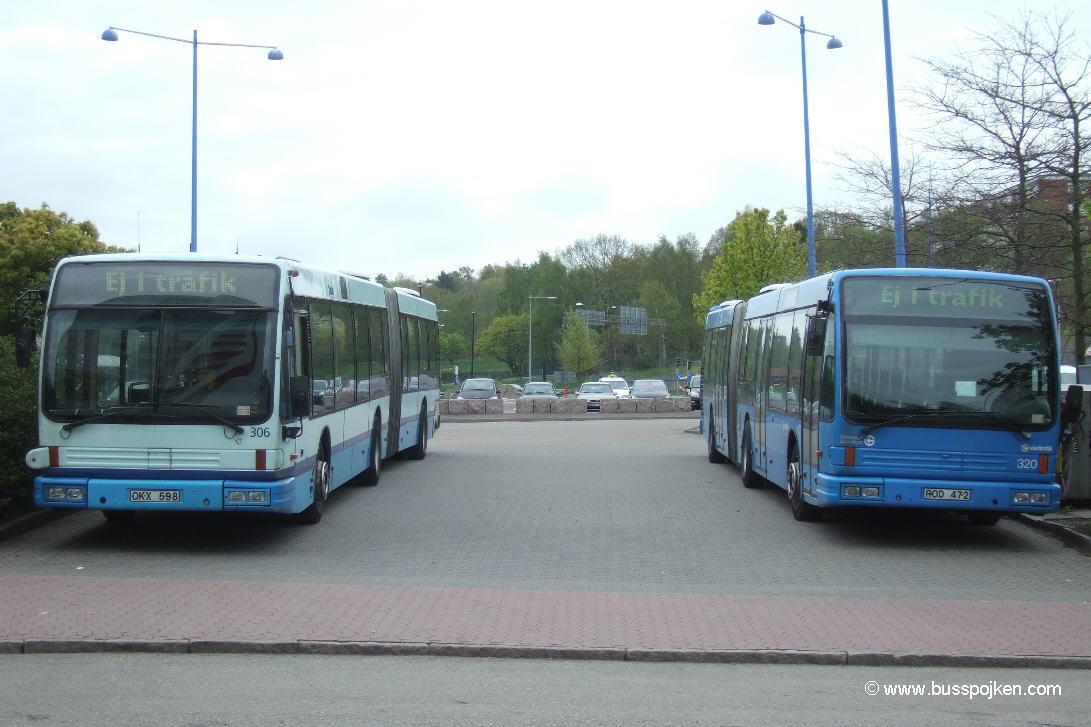 Göteborg Den Oudsten 306 and 320, Frölunda torg.
