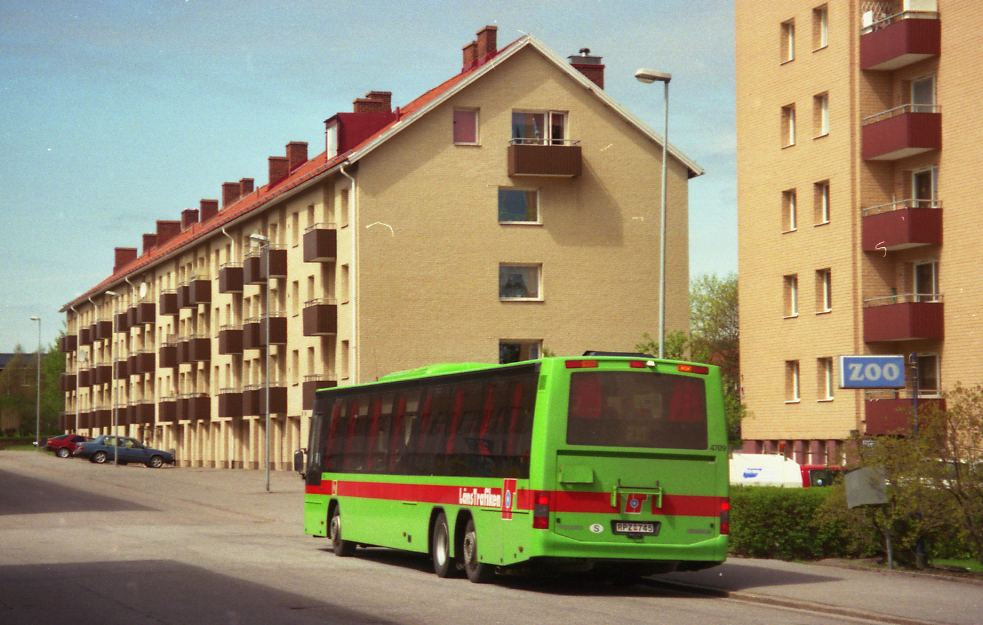 Swebus 4709, line 715 in Oxelösund, 2001.