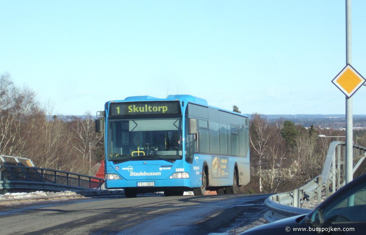 Nobina 5880 in Skövde.